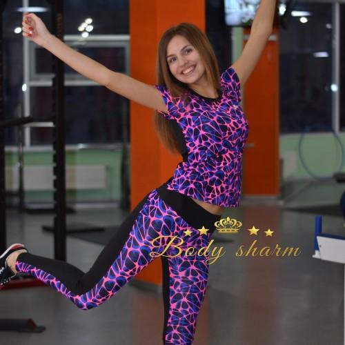 Яркий спортивный комплект лосины и футболка фиолетового цвета