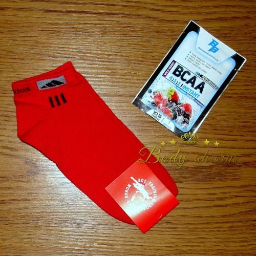Спортивные женские носки adidas красного цвета